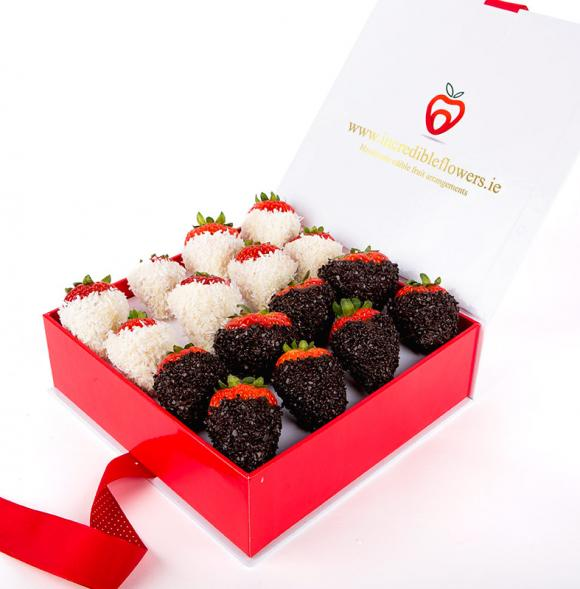 Berry Box with Coconut & Dark Flakes