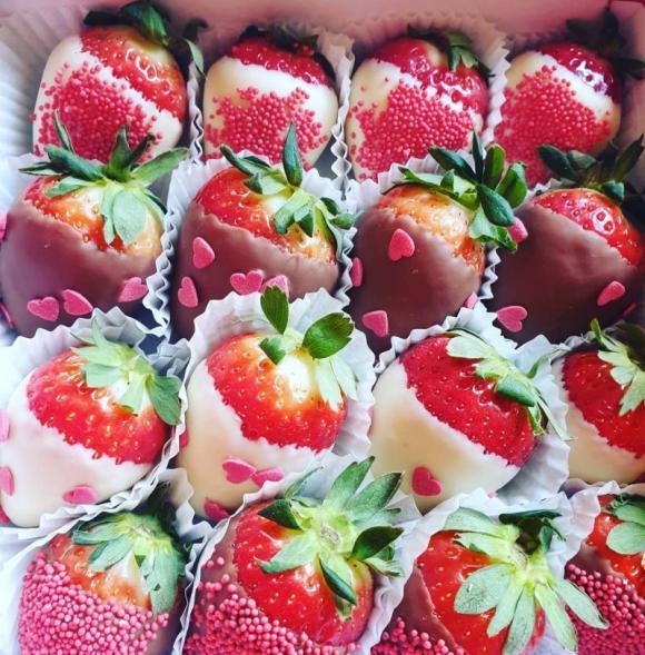 Chocolate Berry Box Love