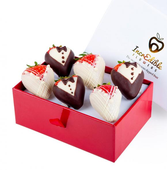 Mini Chocolate Berry Box Bride & Groom